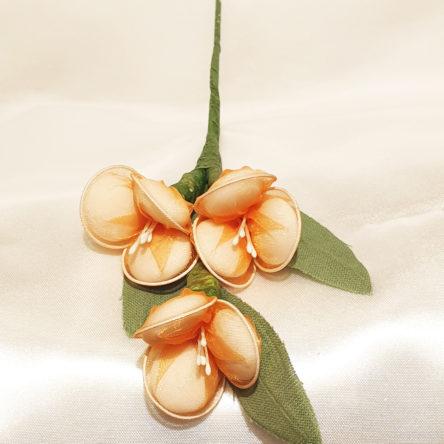 Rametto di fiori in tulle